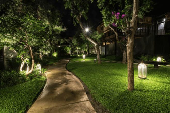 outdoor-lighting-in-the-garden