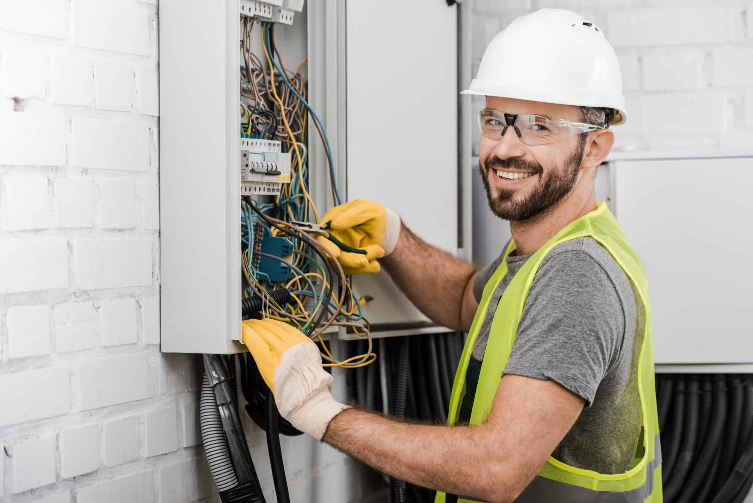 Differences Between a Level 2 and a Level 1 Electrician